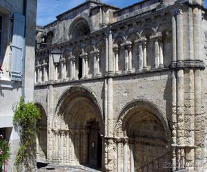 Façade de l'église Saint-Jacques
