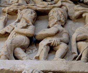 Scène sculptée sur l'église de Beaulieu