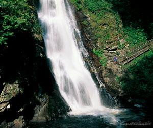 Une autre chute d'eau aux cascades de Gimel