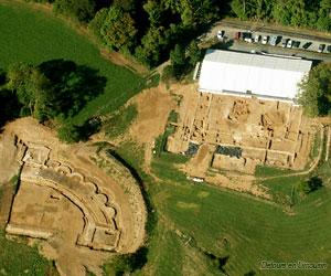 Vue aérienne du site de Tintignac en 2003