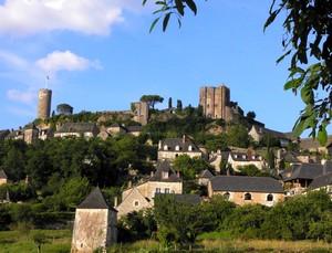 Village de Turenne, au pied de son château