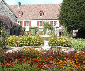 Fontaine au milieu du jardin d'ornement