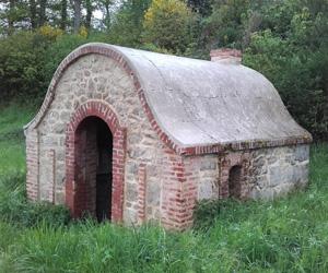 Cabane de cantonnier à Saint-Alpinien