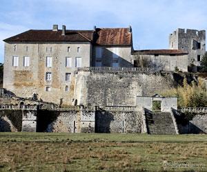 Façade du château des Bernardières