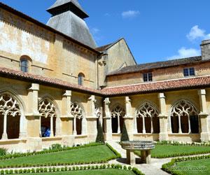 Intérieur du cloître de Cadouin
