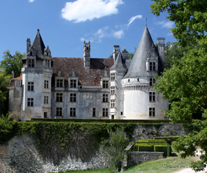 Façade du château de Puyguilhem