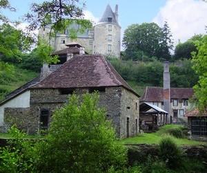 La forge et le château de Savignac-Lédrier
