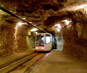 Le petite train des grottes de Lacave