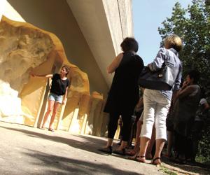 Visite au centre d'interprétation du Roc-aux-sorciers