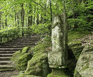 Sculptures au bord d'un chemin à Ambazac