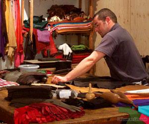 Atelier de coupe de la ganterie Agnelle